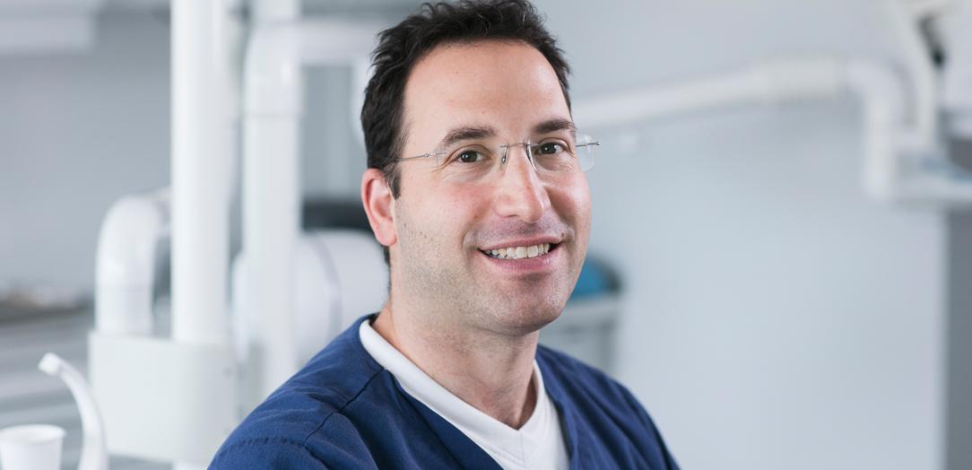 Spesialist i peridonti Georgios Charalampakis, Tannhelsesenteret